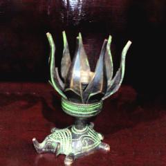 大众古玩    青铜莲花油灯一盏     奇趣收藏摆件