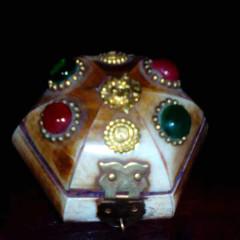 大众古玩    象骨首饰盒,上面镶有玛瑙    奇趣收藏摆件