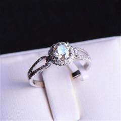 唐婉珠宝18K金钻石戒指  金重2.29g 主石重0.60ct(克拉)净度VS / J 钻石