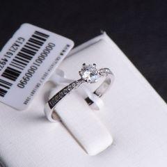 唐婉珠宝18K金钻石戒指  金重1.92g 主石重0.32ct(克拉)净度VS1/E 钻石