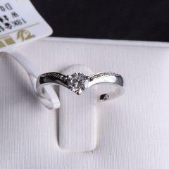 唐婉珠宝 18K金钻石戒指  金重1.91g  主石重0.309ct(克拉)钻石