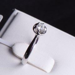 唐婉珠宝 18K金钻石戒指  金重2.396g  主石重0.146ct(克拉) 钻石