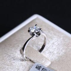 诚信钻石工坊  18K钻石戒指  主钻0.574克拉 DE-VS  重量2.49g  钻石