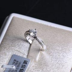 诚信钻石工坊 18K钻石戒指  主钻0.55克拉 配钻0.15克拉  重量3.38g  钻石