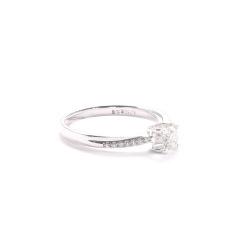 金九福   钻石戒指 总质量1.9854g 主石0.304ct/1 副石0.50ct/14