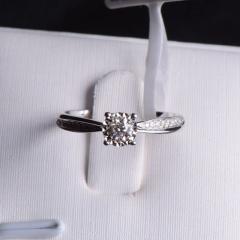 18K金钻石戒指 金重2.314g 主石重0.154ct(克拉) 钻石