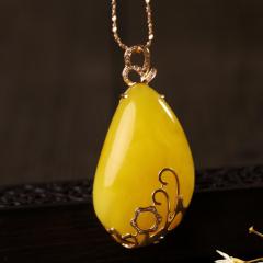纯天然鸡油黄满蜜随形挂坠,18K金镶嵌,无优化无烤色,支持国检