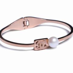 康福珠宝 香奈儿带珍珠钛钢手镯