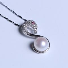 渭塘宝缘阁珠宝  自私、白色天鹅珍珠吊坠9-10mm