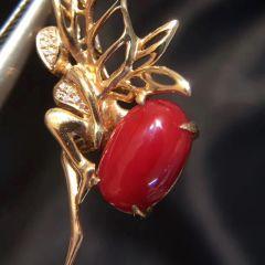 超美阿卡牛血紅珊瑚胸針 18k金鑲鉆石總重:5.392克 裸石:8克拉 規格:30*27
