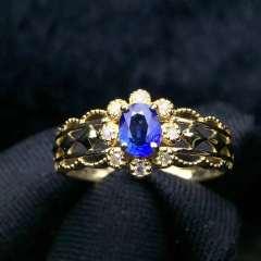 復古宮廷極品藍寶石戒指 +18K配南非鉆石 主石:0.38ct  總重:1.97g 鉆石:8顆