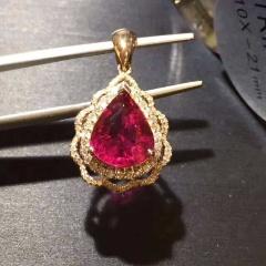 18k金镶钻石斯里兰卡卢比莱红碧玺吊坠 裸石规格:11.2*8.0 整体规格:16.2*13.8 总