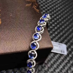18k天然蓝宝石手镯 主石:5.85克拉 金重:8.53克 钻石:160颗