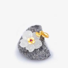金镶玉吊坠 女款梅花吊坠送项链 足金红宝石天然和田玉白玉玉坠
