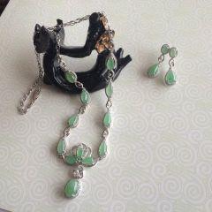 18K金镶钻翡翠套装(项链、耳环两件装)