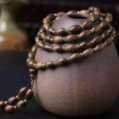 加里曼丹沉香掛鏈、手鏈,搭配:藏式黃銅隔片,天然沉香,規格:6.5-10mm,代理價:元。