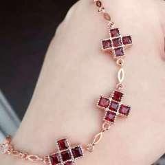 愛佳珠寶  新款獨家首發!超美手鏈來啦!925純銀鑲嵌天然方形石榴石手鏈!