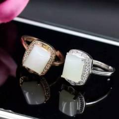 独家新款出货、天然和田白玉戒指,925银电镀白金玫瑰金两色可选,K金工艺,镀层厚实,