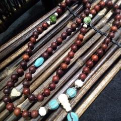 菩提居珠寶行 紅檀108顆手串,0.8mm,搭配瑪瑙,綠松,象牙果,珊瑚