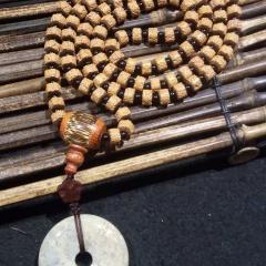 菩提居珠宝行  原创小金刚108佛珠,5瓣尼泊尔无齿精工,配天然竹三通,黑耀石隔珠、珊瑚玉平安扣!