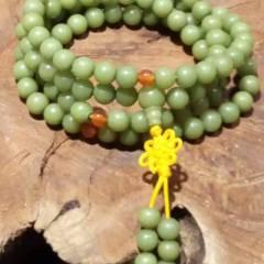 菩提居珠宝行 菩提根手串也可当项链。108颗,菩提根不是树根,而是一种叫做贝叶棕的种子。