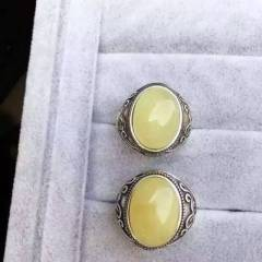 独家新款推出,天然蜜蜡复古款戒指、925精工镶嵌,男神的最爱,主石12*16