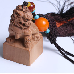 四海源龙8国际娱乐游戏 桃木车挂狮子