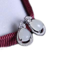 隆昌珠宝 弧面形白色和田玉耳钉一对 总重2.65g 黄金珠宝玉器