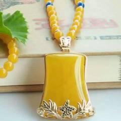 炳東玉器   玉髓……吊墜!黃玉髓,這是一種很少見的玉髓顏色,金色代表著財富幸運,