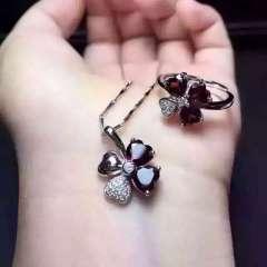玉博源  新款天然顶级红石榴石两件套吊坠加戒指两件套上手超美,幸运四叶草,