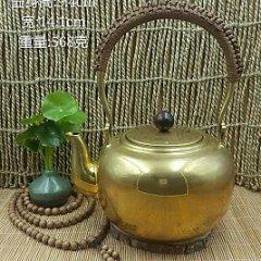 华艺坊:金色黄铜手工车胎抛光镜面烧水提梁铜壶。壶身可做任意手批花图案